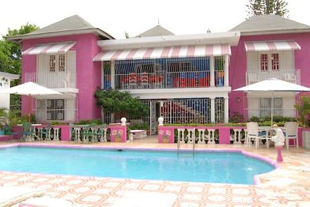 Pink Hibiscus Villa - Private Pool - Villa