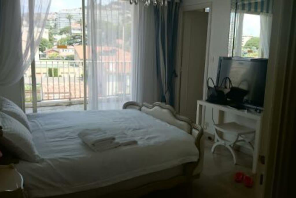 chambre 2 avec salle de bain attenante