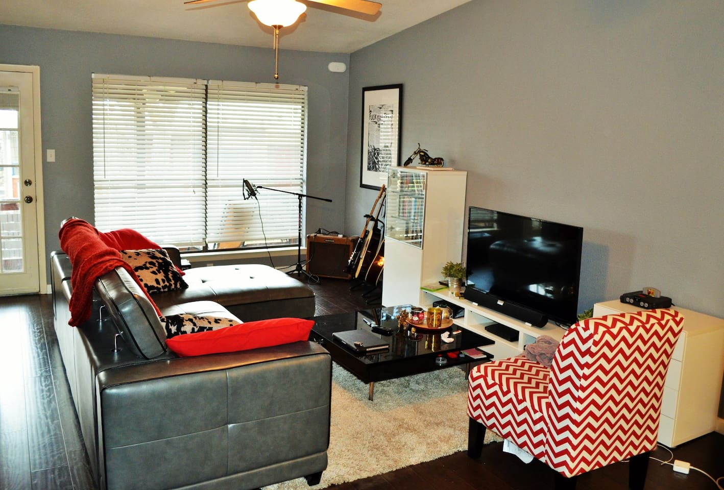 Spacious Living Room, with access to balcony deck!