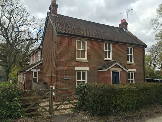 4/5 bedroom home in Hampshire