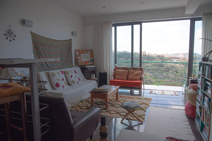 Cosy small double -friendly home w beautiful view