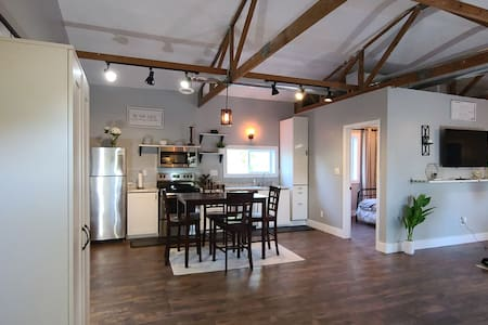 Beautiful loft in countryside by FT Leavenworth