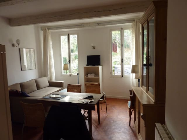 lux two bedrooms appart.rent one or two rooms
