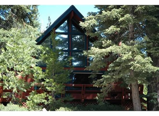 Cozy, Affordable North Tahoe Cabin Close to Lake - Carnelian Bay - Chalet