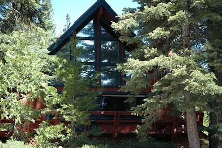 Cozy, Affordable North Tahoe Cabin Close to lake - Carnelian Bay