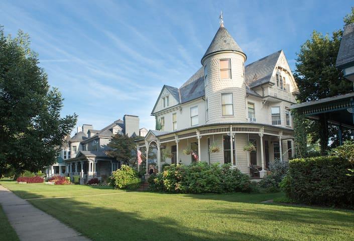 10 Clarke, Historic Downtown Turret