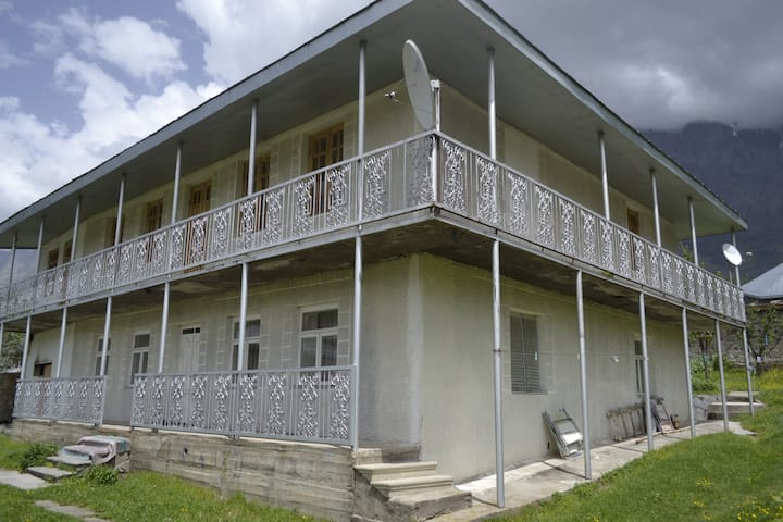 Manoni's Guest House in Kazbegi