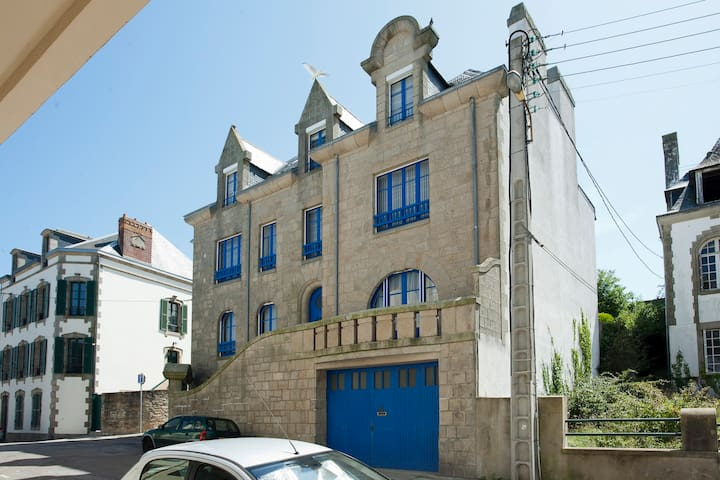 Lovely and large, centrally located - Douarnenez - House