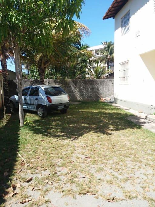 Amplo espaço para estacionamento