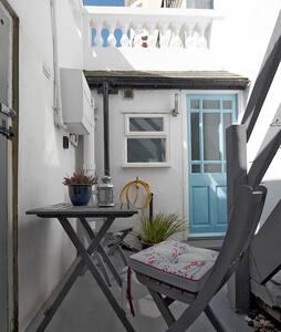 Stone's Throw- seaside retreat - Hastings - Lägenhet