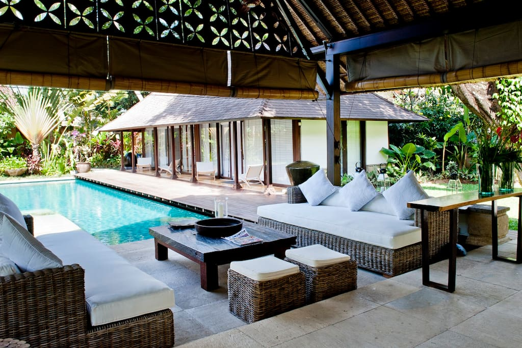 Lounge & Pool area