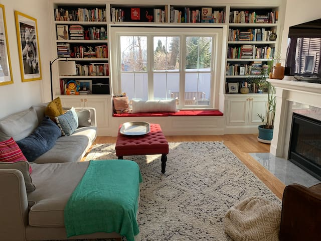 4BR Beautiful New Cambridge Home