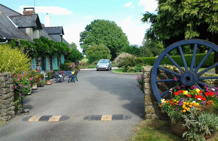 Les Gages 18th century Farmhouse B&B Double Rooms - Brécé - Bed & Breakfast