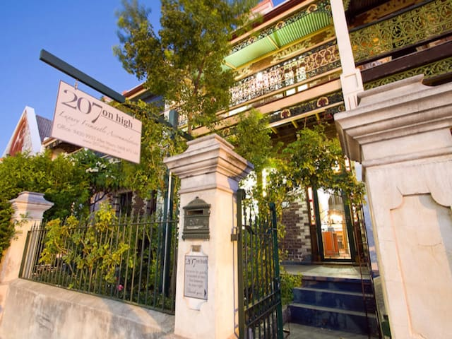 207 On High - Maritime Suite - Fremantle - Bed & Breakfast