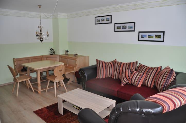 Ferienwohnung 3 Zi mit Schwimmbad - Sonthofen - Appartement