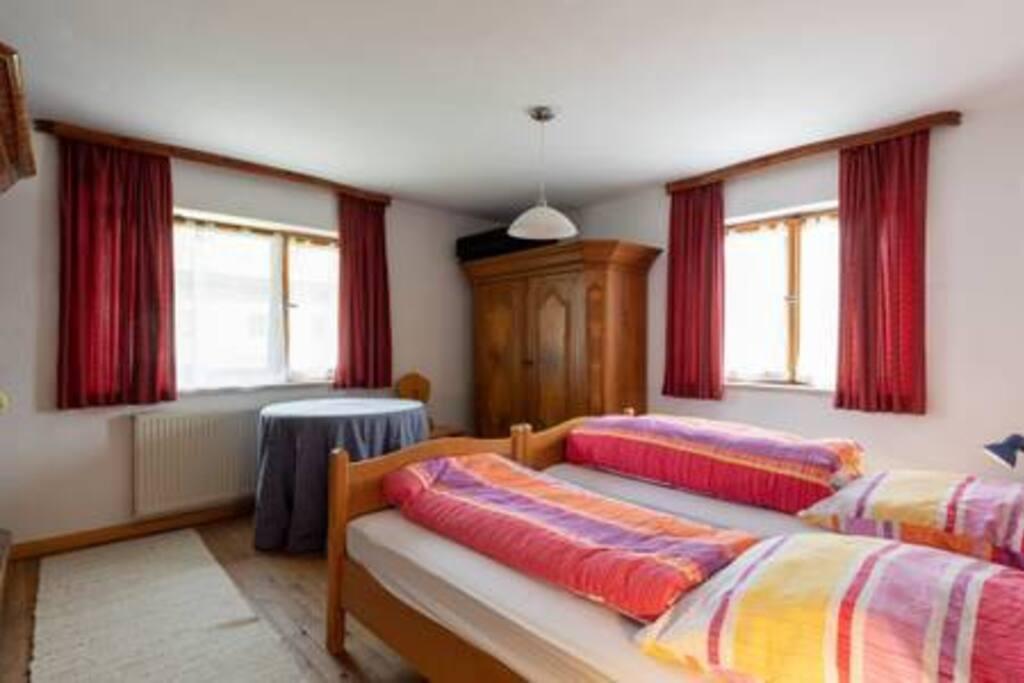 Master bedroom 1 / Schlafzimmer 1