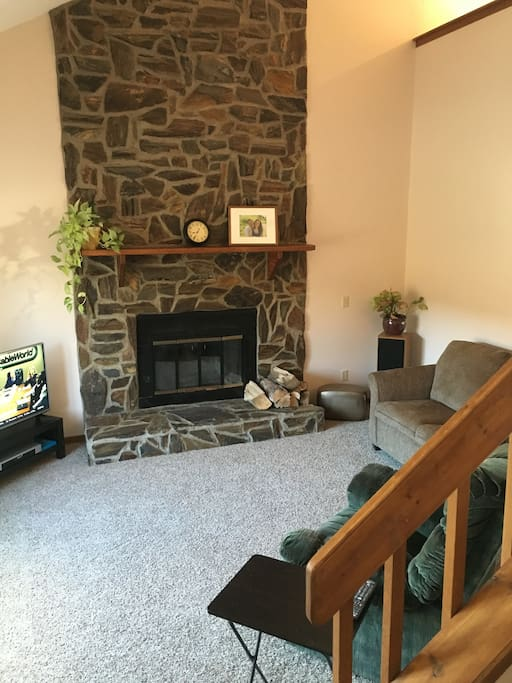 Main gathering area is pleasant and welcoming, with a vaulted ceiling of 15 feet. Television with cable and over 150 channels, including HD and DVR, and internet.