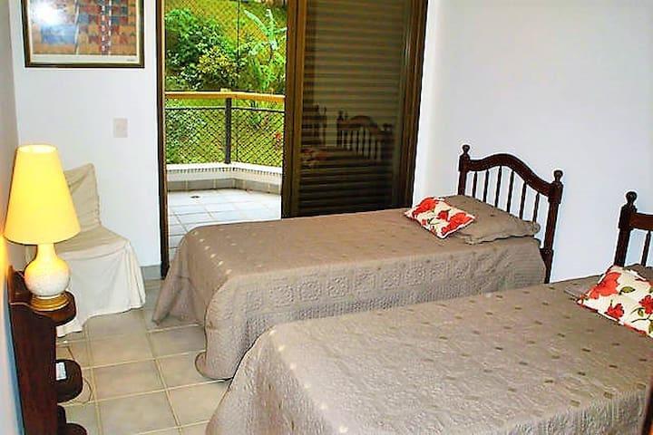 Quarto 3 - com varanda para trás, duas camas sendo 1 bicama (até 3 pessoas)