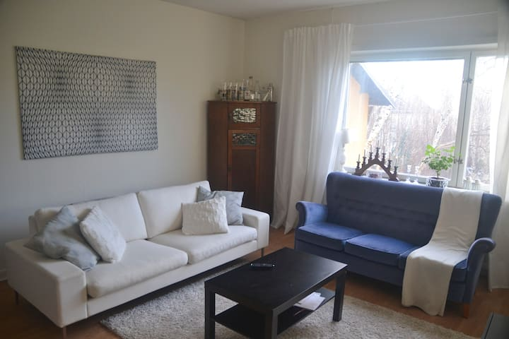 Cozy apartment by the city metro - Bromma - Apartment