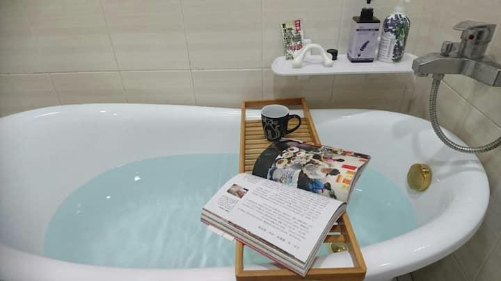 花園夜市附近…愛貓貓狗狗……有暖氣 有浴缸獨立套房《寇司藍》,2~4人房