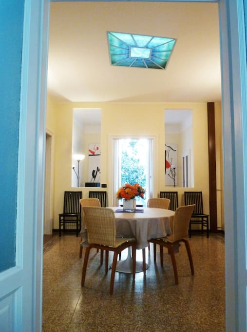 The entrance/dining room.