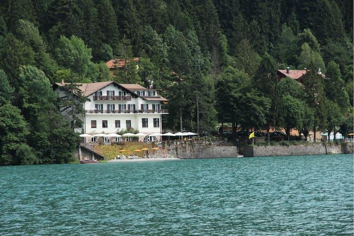 Lago Park Hotel,  Lago Molveno Dolomiti di Brenta - Molveno - Bed & Breakfast