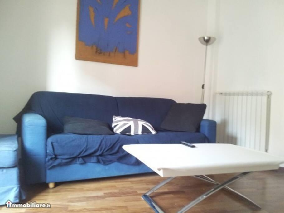 Il divano letto che ospita comodamente 2 persone