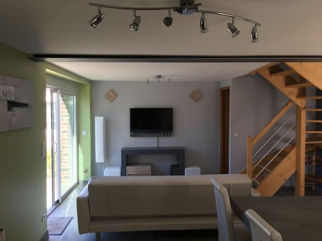 Pièce de vie avec canapé