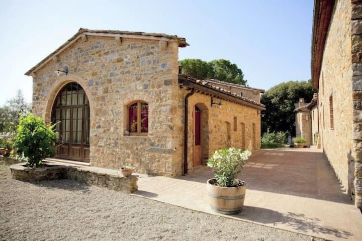 Restored apartment in farmhouse with pool and lawn - Poggibonsi - Byt