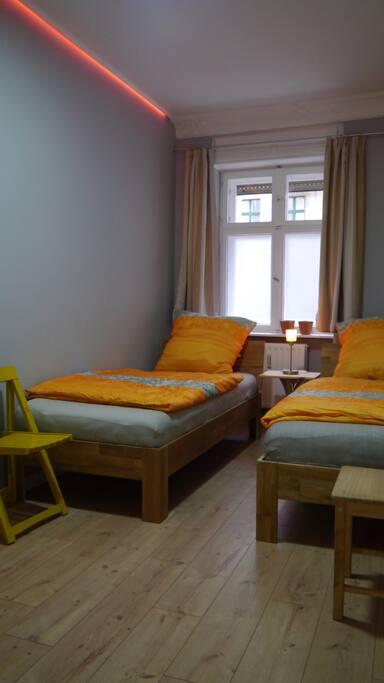 Schlafzimmer , 2 Betten 200x90 cm