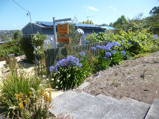 Holiday Cottage - Close to Hobart and the Beach!