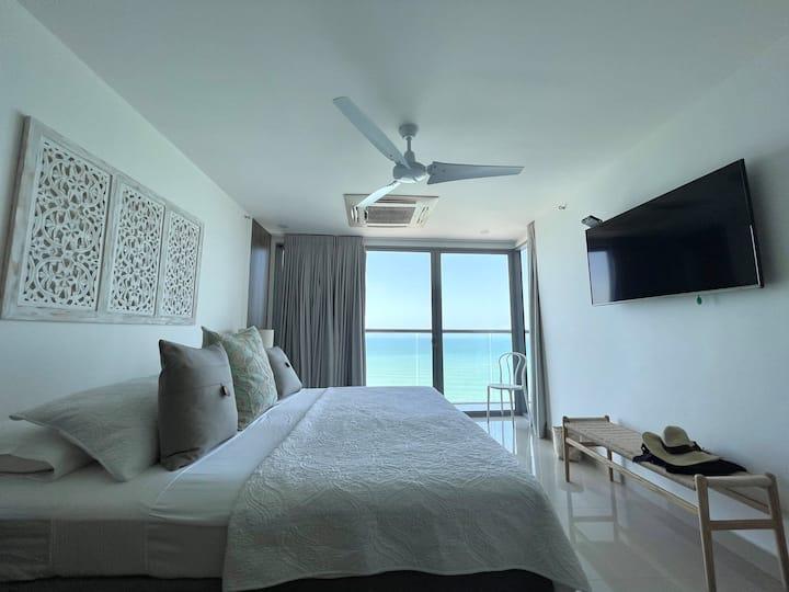 Beachfront 2 BR Luxurious Condo in 20th Floor