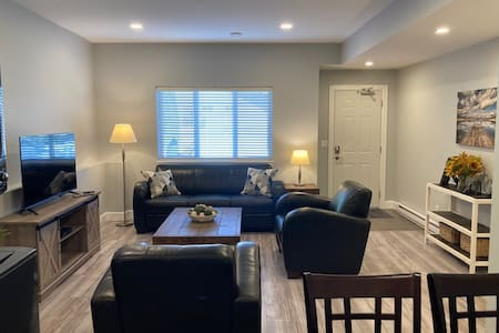 Newly renovated bright and modern 2 bedroom suite