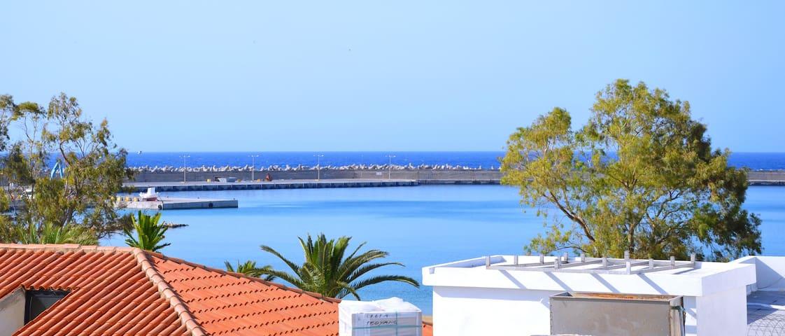 Bright town house  with sun terrace near the beach