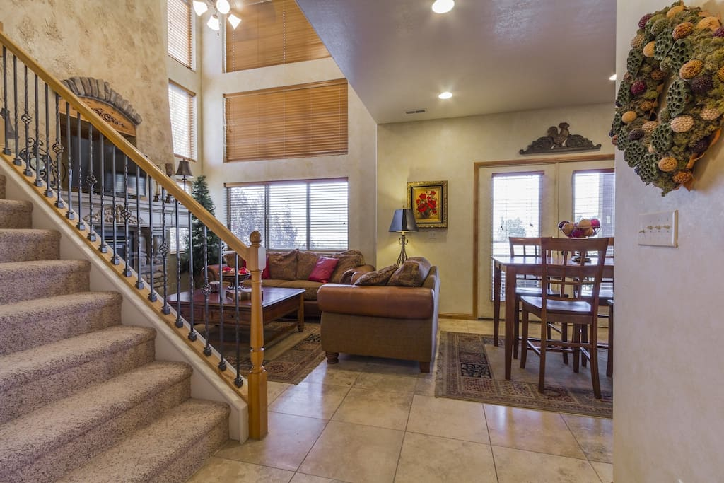 Unobstructed mountain views with vaulted ceilings in the main level living room.