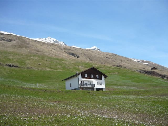 Rooms at St Gall's Alpine Retreat 2 - Avers - Huis