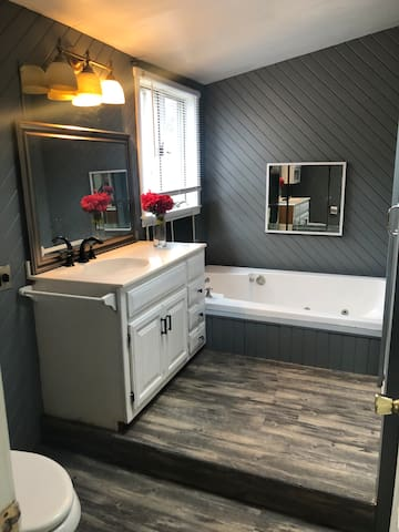 Full Master bath and shower!