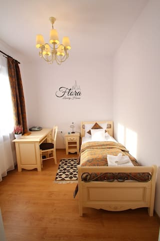 Flora Luxury House - Two bedroom Suite