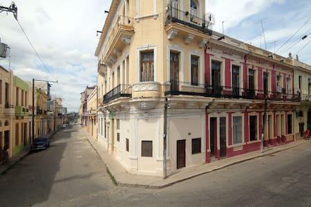 Paraiso Rojo & Tours - centro Havana - Casa