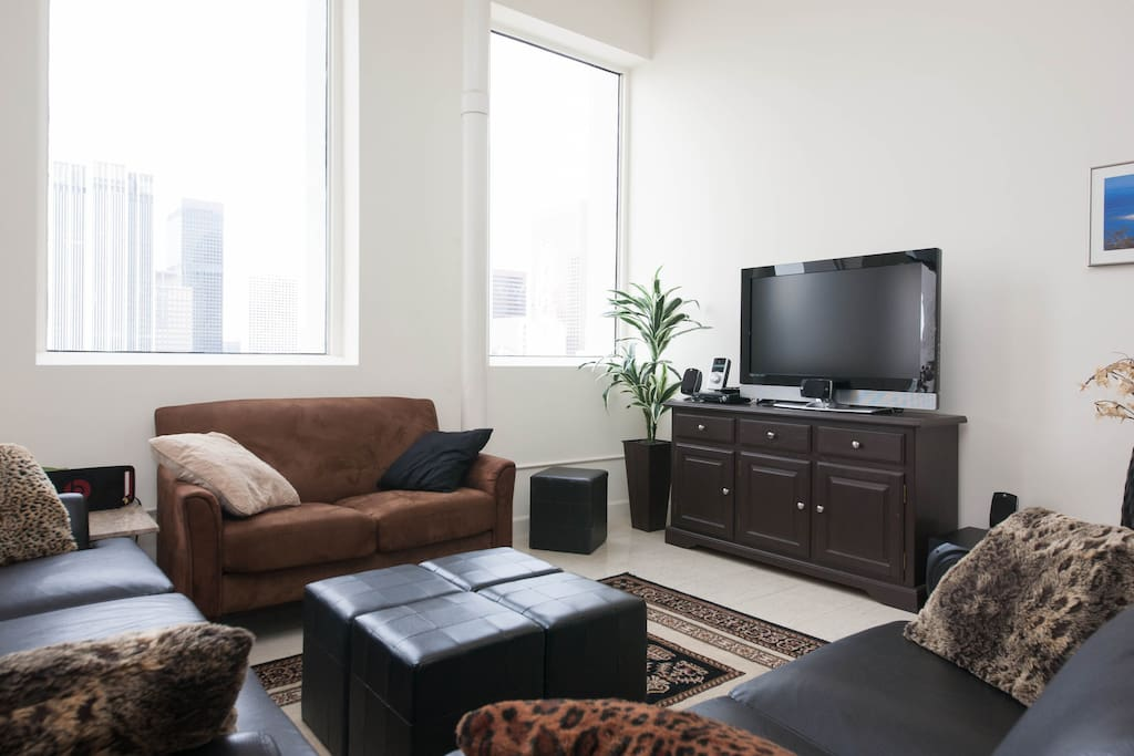 Flat screen Tv, 5.1 Surround Sound,  Incredible Views of the Financial District