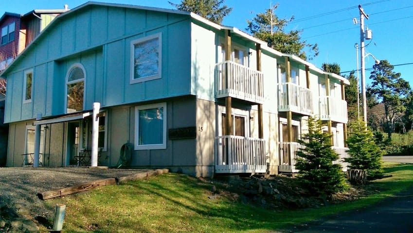 Reunion House-8 Bedrooms, Sleeps 20 - Depoe Bay - House
