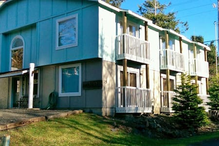 Reunion House-8 Bedrooms, Sleeps 20 - Depoe Bay