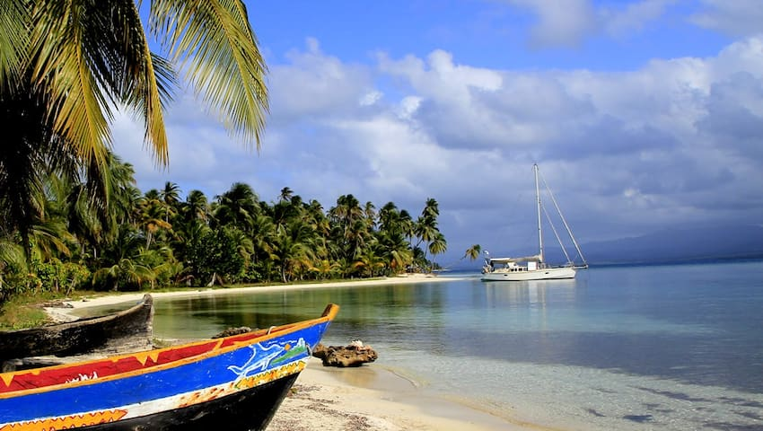 Sailing in San Blas - San Blas, Panama - Barco