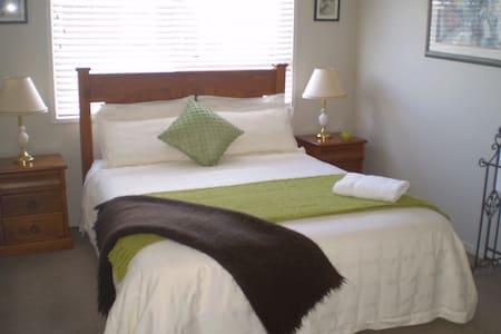 Cosy B & B - close to city