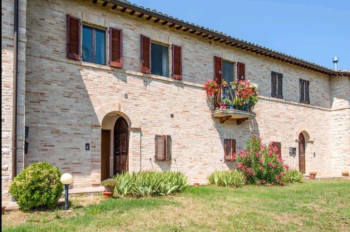 Appartamento in antico casale a 4 km da Urbino