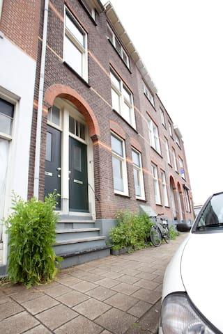 Cosy B&B Arnhem, The Veluwe straat - Arnhem - บ้าน