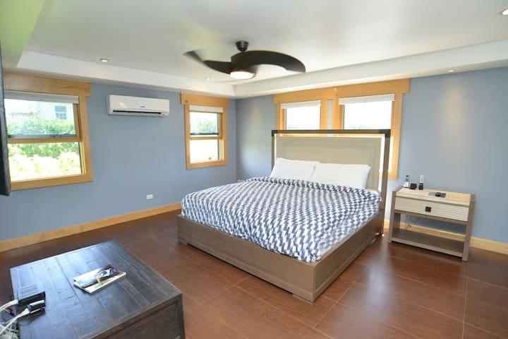 Master Deluxe Garden View - Bedroom 1