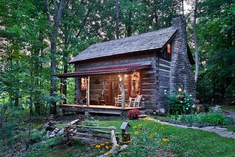 Staycation! Captain's Cabin: Historic Romantic