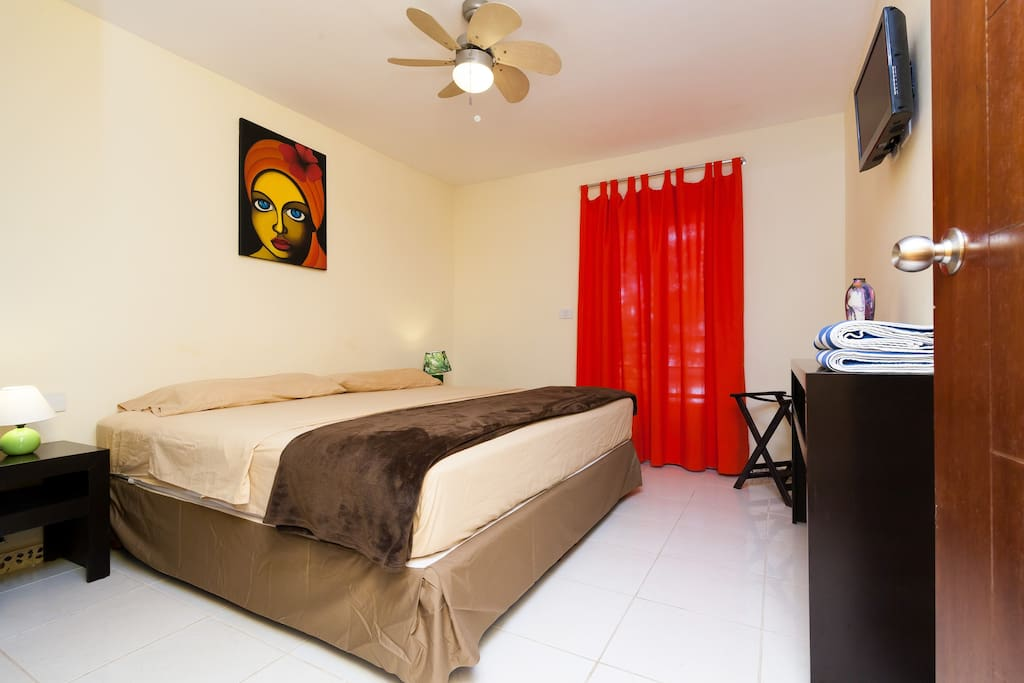 King size bedroom, flat tv, split air conditioned by Viva Maria