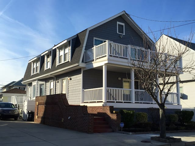 Spacious 4 Bedroom Home 1 block to the beach - Ventnor City - Maison